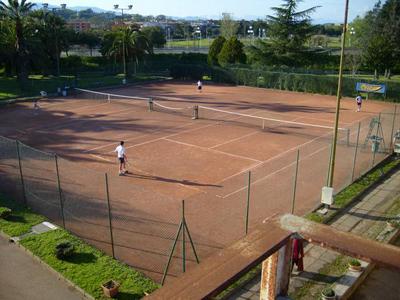 Campi da tennis a Rende: sospendere il bando in autotutela